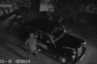 У Лондоні з парковки викрали порнотаксі