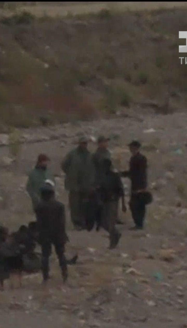 Чотири сотні мігрантів спробували продертися крізь подвійну залізну огорожу до Іспанії