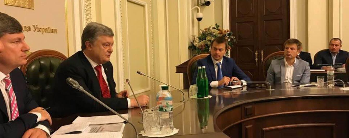 Порошенко встретился со своей фракцией в Раде перед голосованием за антикоррупционный суд