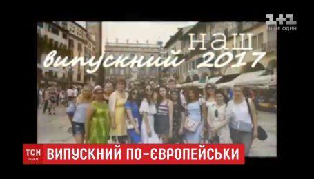 Во Львове ученики выпускной отпраздновали поездкой в Италию