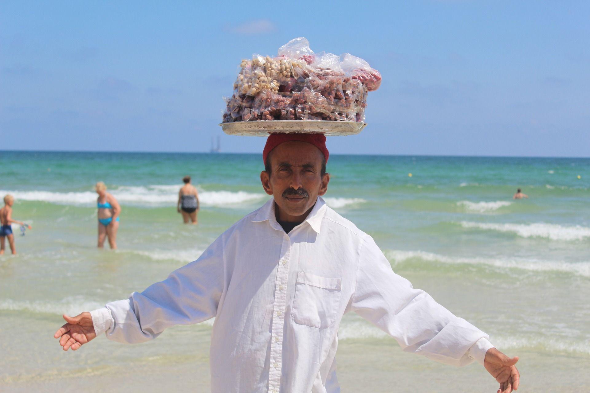 Туніс, море, пляж, їжа