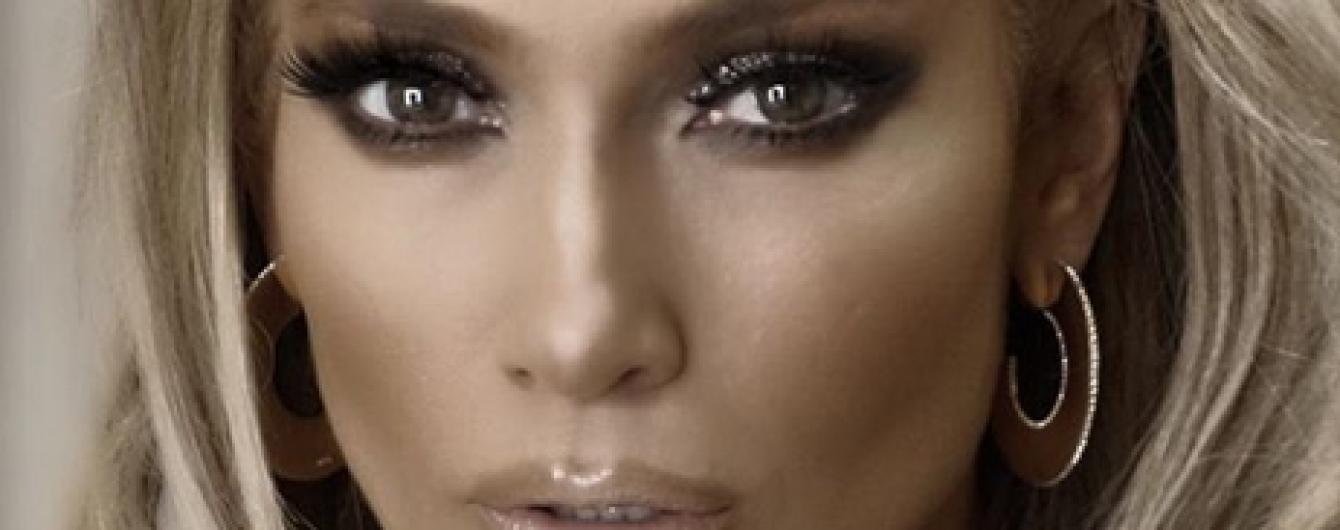 С деньгами на груди: Дженнифер Лопес в сексуальном образе сходила на шоу