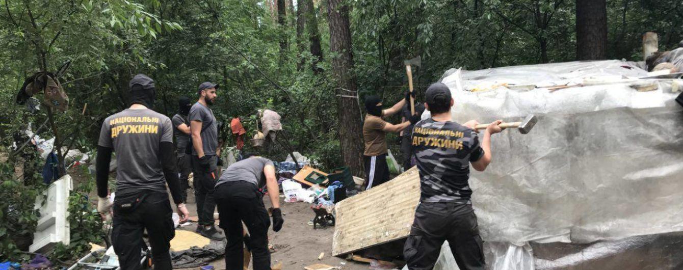 Нацдружины уничтожили табор ромов в Голосеевском парке