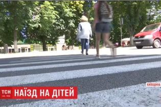 На Киевщине полицейские отпустили водителя, который сбил 15-летнюю девушку на пешеходном переходе