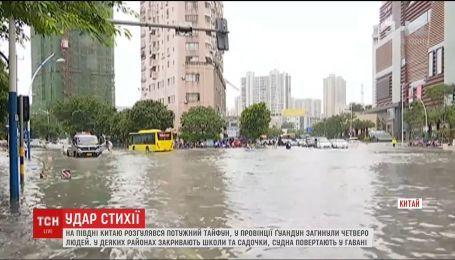 В Китае бушует мощный тайфун Евиниа