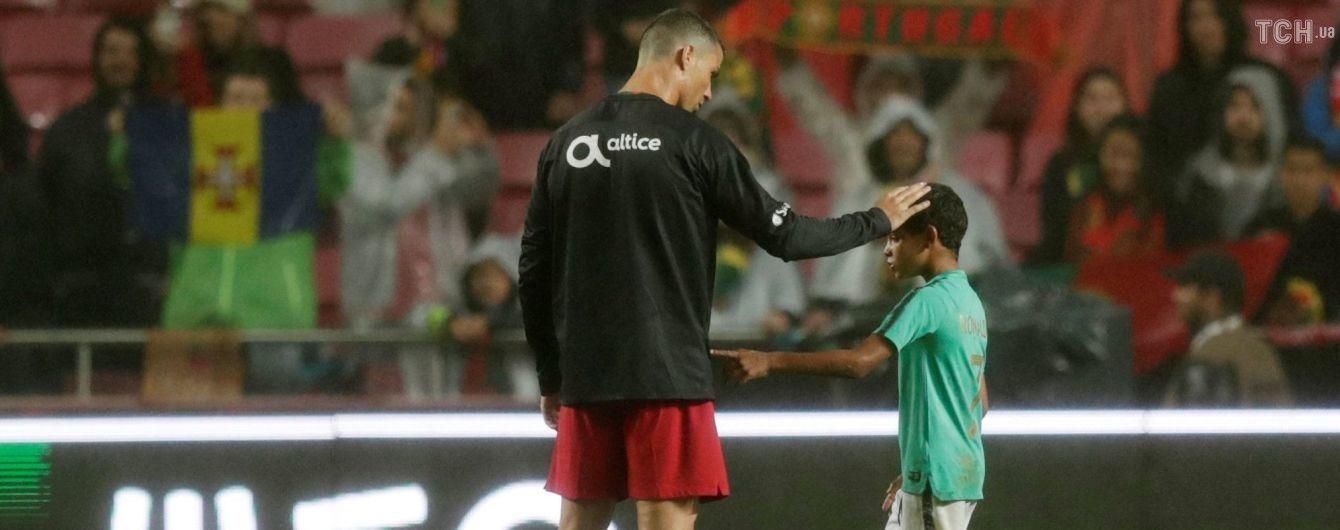 Весь в отца: сын Роналду забил ударом ножницами с передачи папы