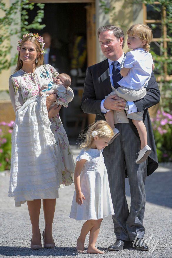 Принцесса Мадлен и Кристофер О'Нилл с детьми