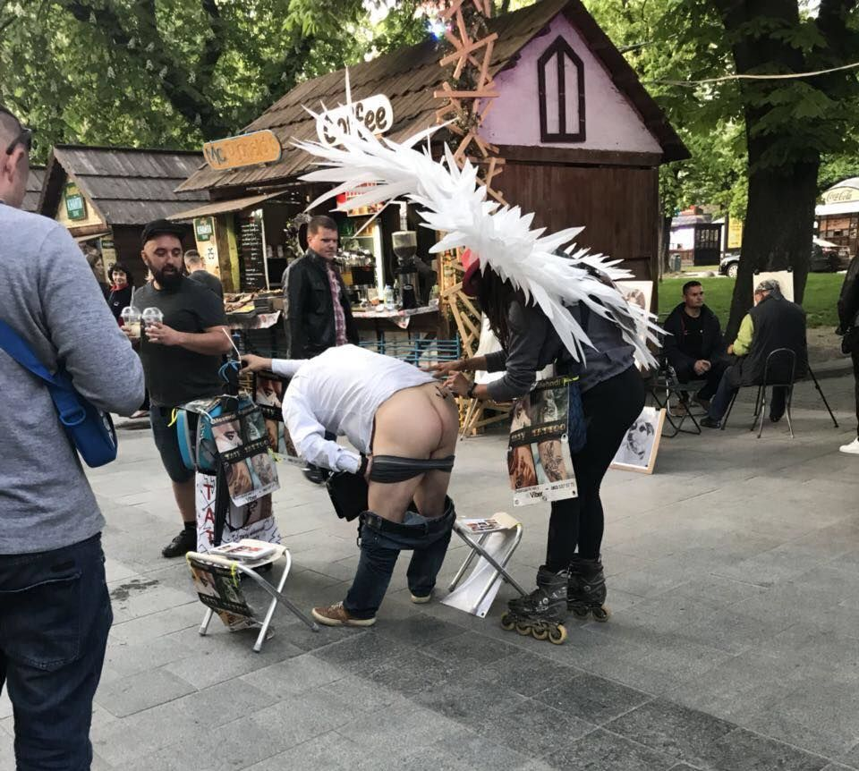Голі сідниці у Львові