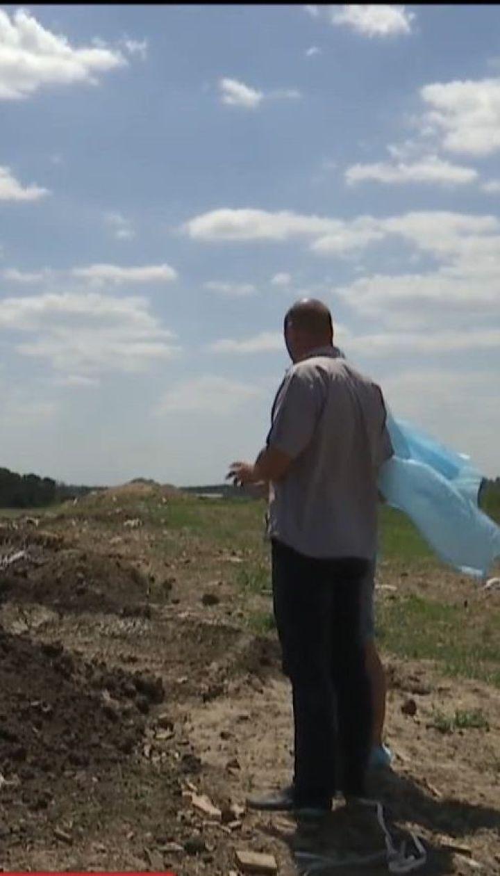На Киевщине обнаружили могильник, куда известный агрохолдинг закапывал остатки птиц