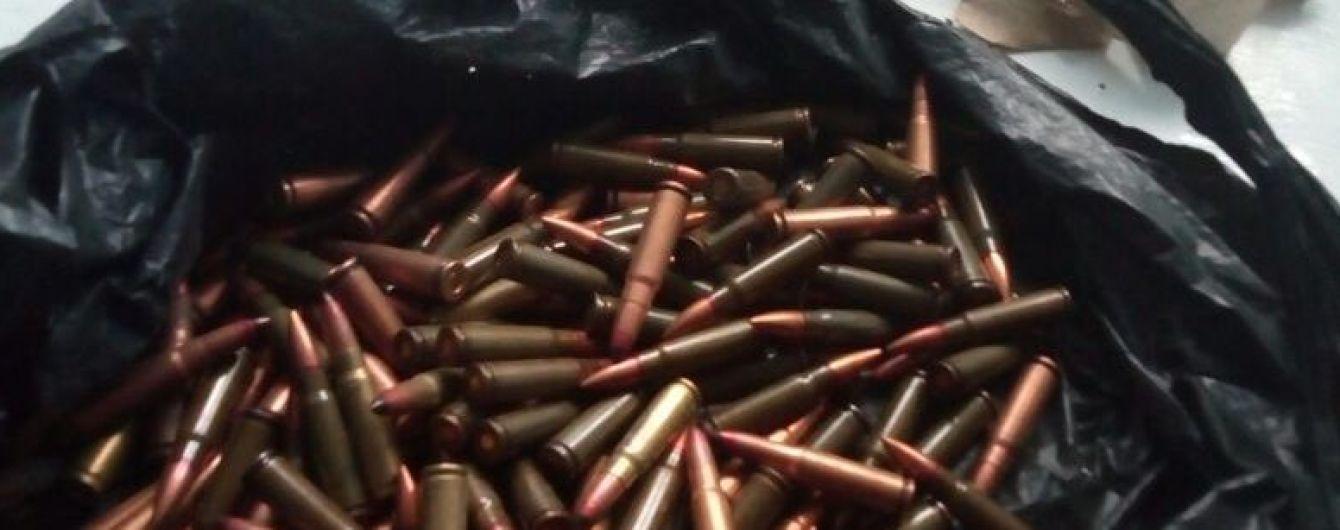 """На Одещині школярка """"дарувала"""" однокласникам патрони, а вдома в неї виявили гранату"""