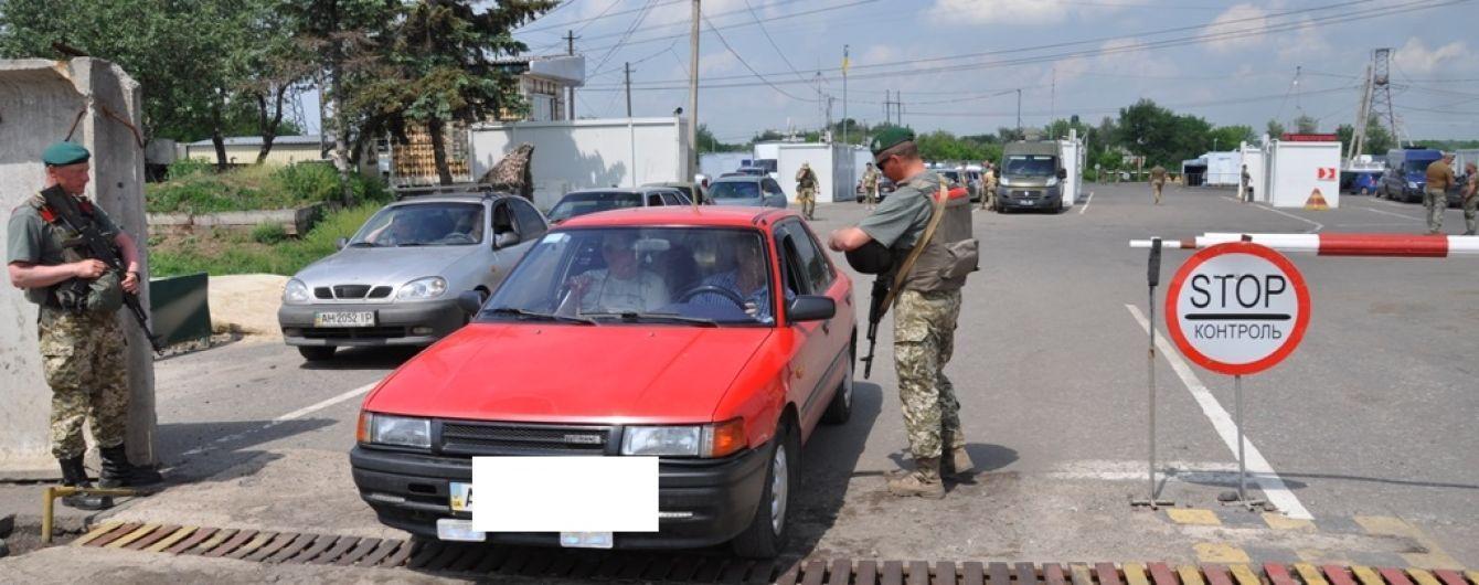 На Донетчине женщина на автомобиле намеренно наехала на пограничника
