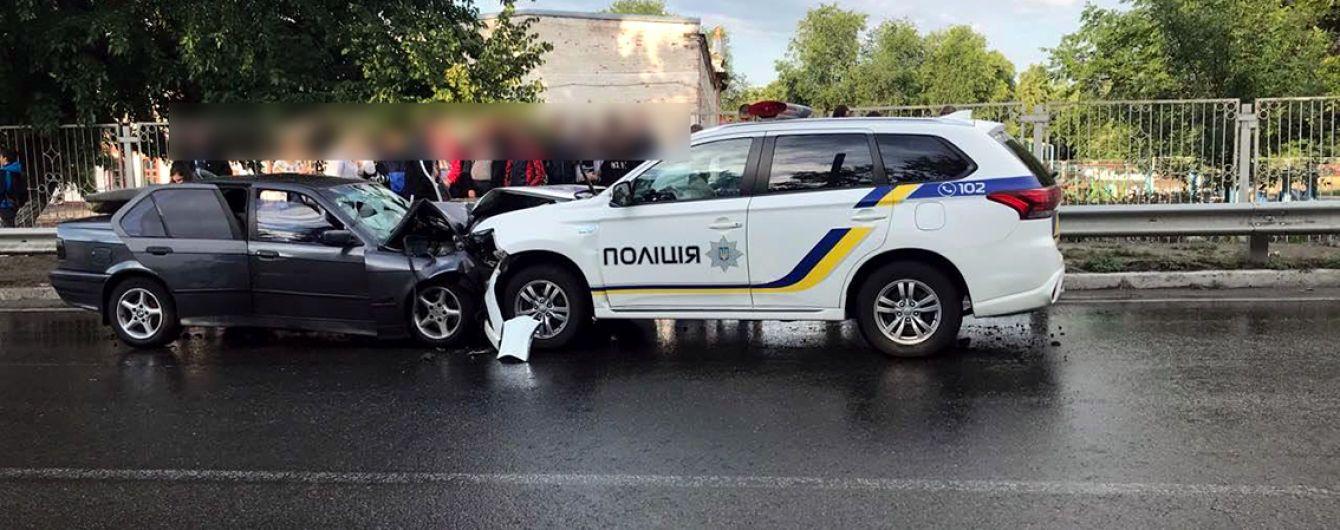 """Смертельна ДТП на Харківщині: """"BMW"""" виїхав на зустрічну смугу і врізався у поліцейське авто"""