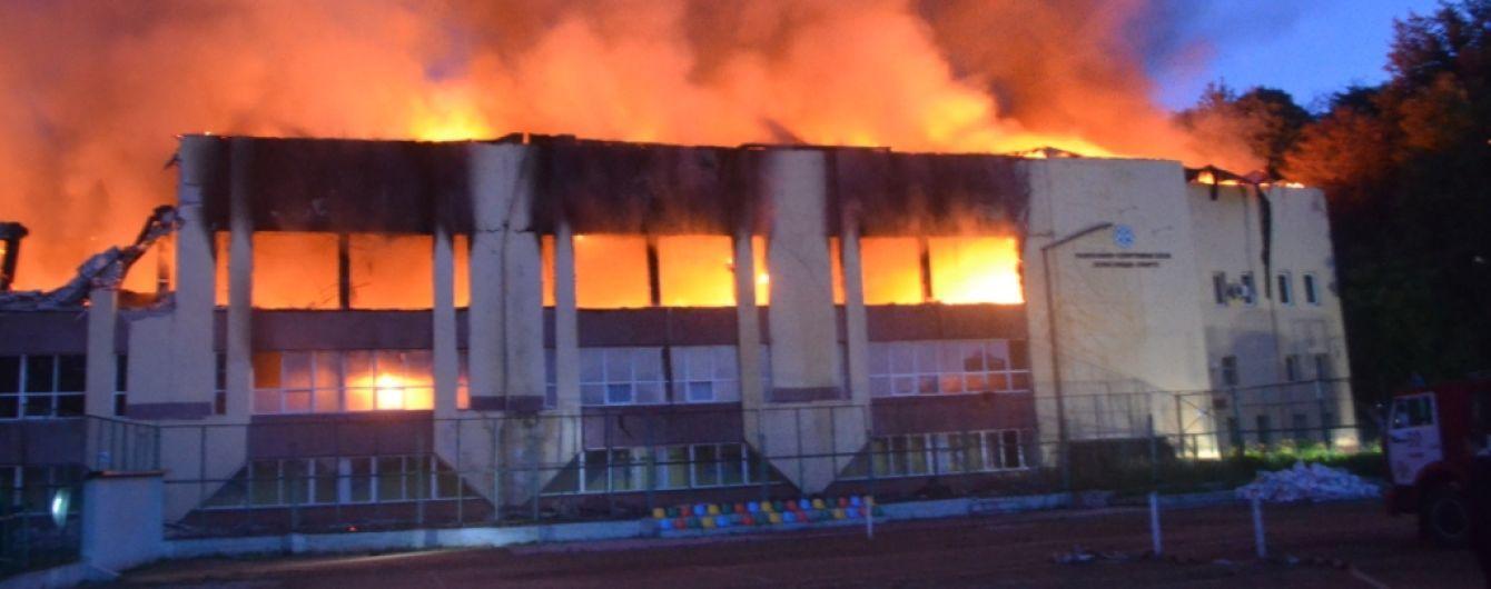 Масштабный пожар во Львове: горел спорткомплекс Минобороны