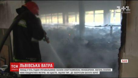 Во Львове загорелся спорткомплекс Министерства обороны