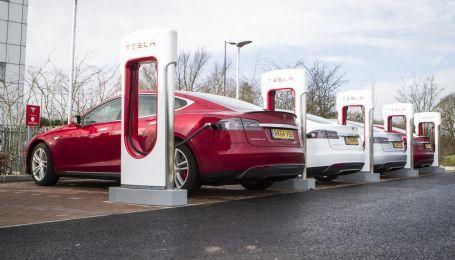 Tesla відкриває перші електрозаправки в Україні
