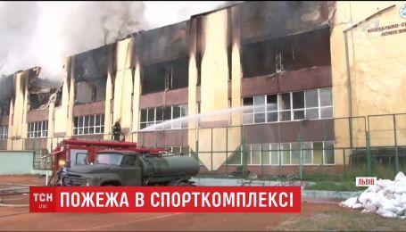 Прокуратура выдвинула основную версию возгорания спорткомплекса Минобороны в Львове