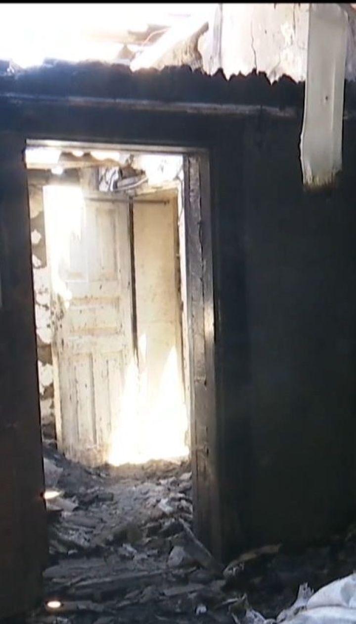 Окупанти цілять запальними набоями по будинках цивільних у Мар`їнці