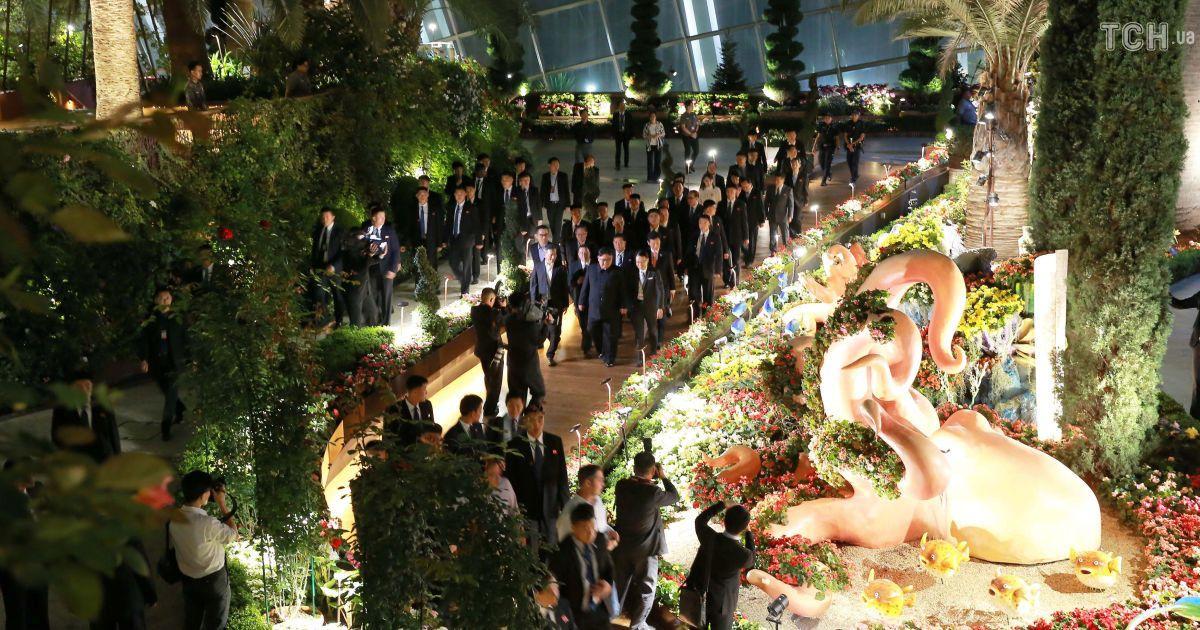 Променад Сингапуром: Кім Чен Ин відвідав футуристичний парк, сади та модний готель