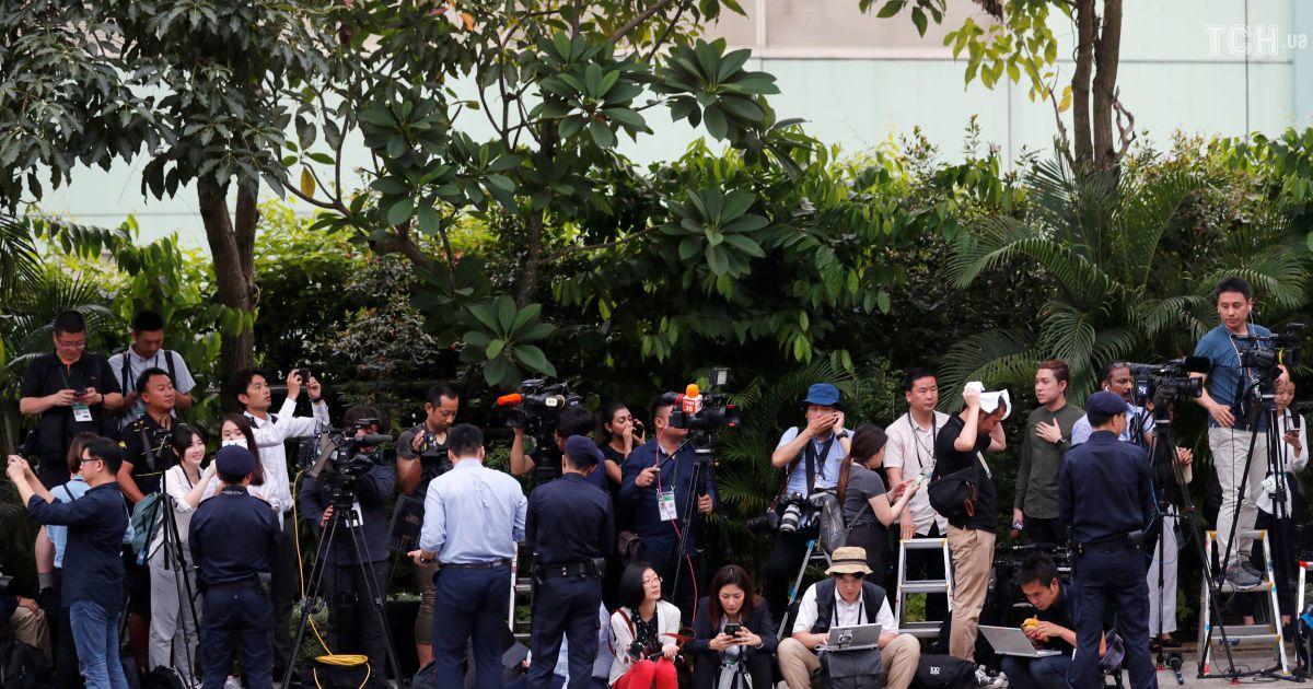 Сотні журналістів і охоронців: світ чекає історичної зустрічі Трампа та Кім Чен Ина