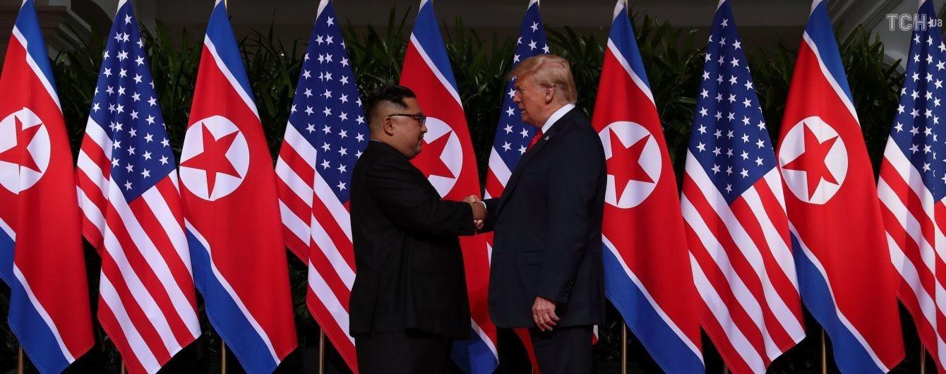 Кім Чен Ин та Трамп вперше зустрілися у Сингапурі