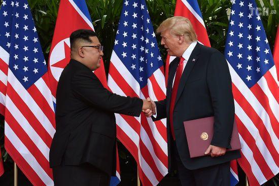 """""""Не поспішає"""": Трамп хоче зустрітися з Кім Чен Ином у 2019 році"""