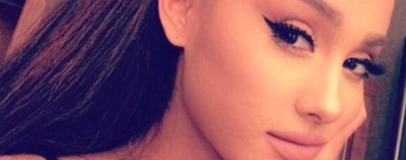 Неожиданно: Ариана Гранде обручилась через две недели после начала отношений