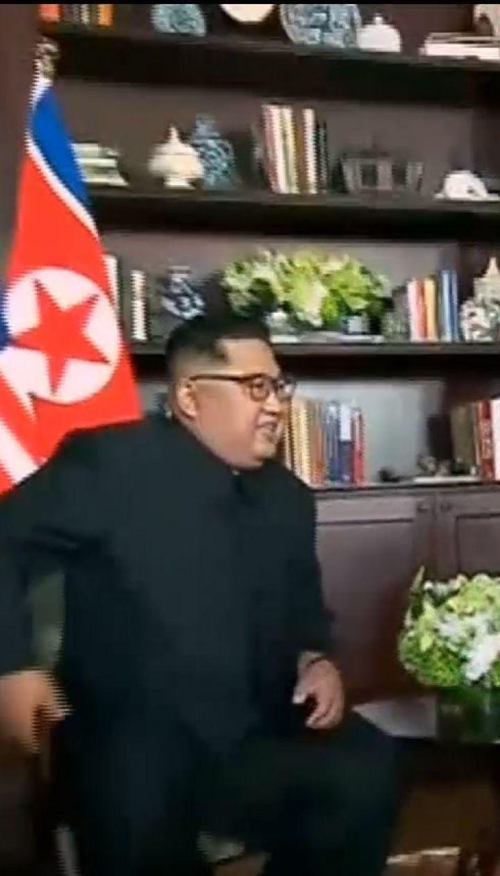 Намеки и рукопожатие: как прошла встреча Трампа и Ким Чен Ына
