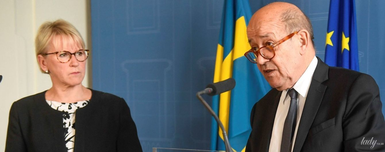 В платье с цветочным принтом: министр иностранных дел Швеции Маргот Вальстрем на встрече