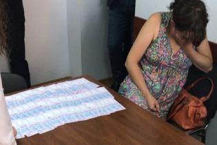 На Черкащині жінка на порозі пологового будинку продала свою новонароджену дитину
