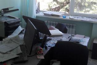 """У Докучаєвську у робочому кабінеті під час обстрілу було поранено працівницю """"Води Донбасу"""""""