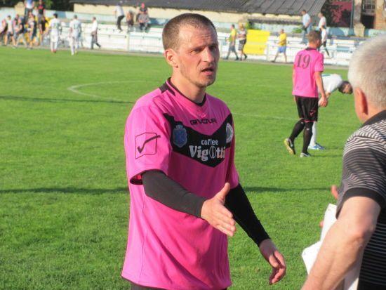 Дружина Алієва показала відео, на якому футболіст завдає їй ударів