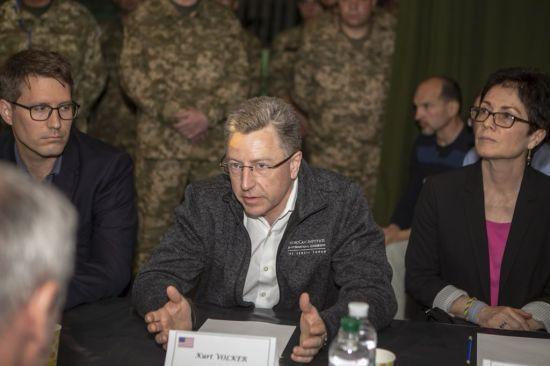 """""""Росія навмисно продовжує конфлікт"""": Волкер і Хуг прокоментували відео ОБСЄ з ротацією військових в ОРДЛО"""