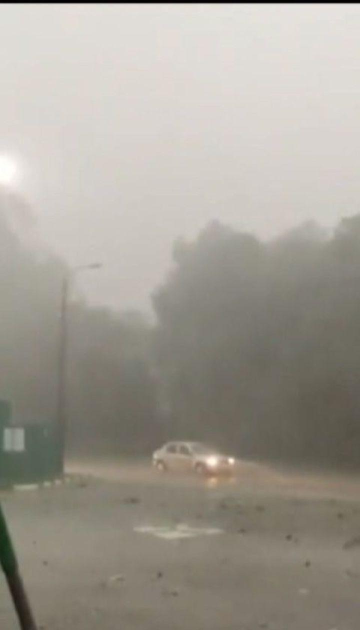 Град, мощный ливень и ураганный ветер накрыли Черновцы