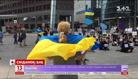 Українці в США та Австралії оголосили одноденне голодування, щоб підтримати Олега Сенцова