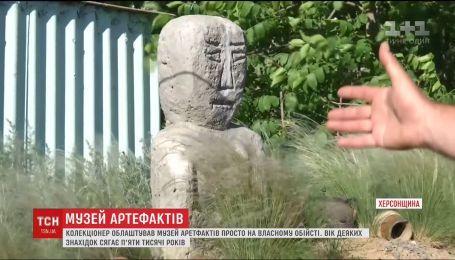 Музей старинных артефактов на собственном дворе собрал житель Херсона