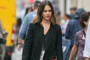 Кюлоты в горох и сумка Chanel: стильная Джессика Альба на шопинге в Париже
