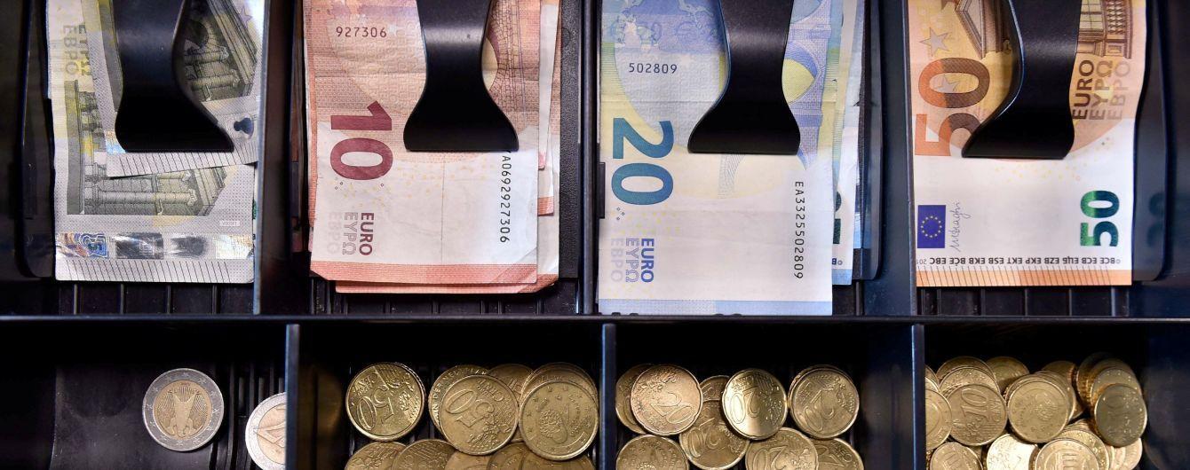 Евро опустился ниже психологической отметки в 32 гривны. Курс валют на 4 декабря