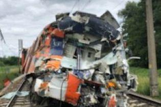 У Польщі лісовоз протаранив пасажирський потяг: три десятки поранених, серед них діти