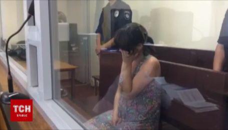 Затримана за спробу продати власне немовля вперше з'явилася у суді