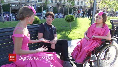 """Катя Осадча прийшла на кінофестиваль """"Молодість"""" зі своїм двійником"""