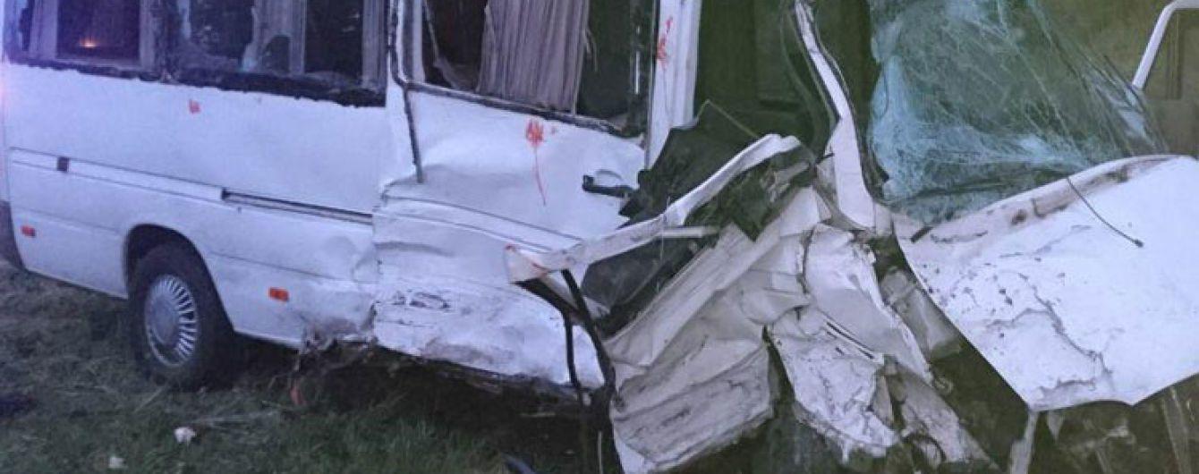 На Львовщине столкнулись два микроавтобуса. Есть погибший