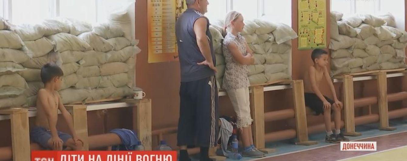 Дети из Марьинки вынуждены проводить лето в школьных лагерях в нескольких сотнях метров от передовой
