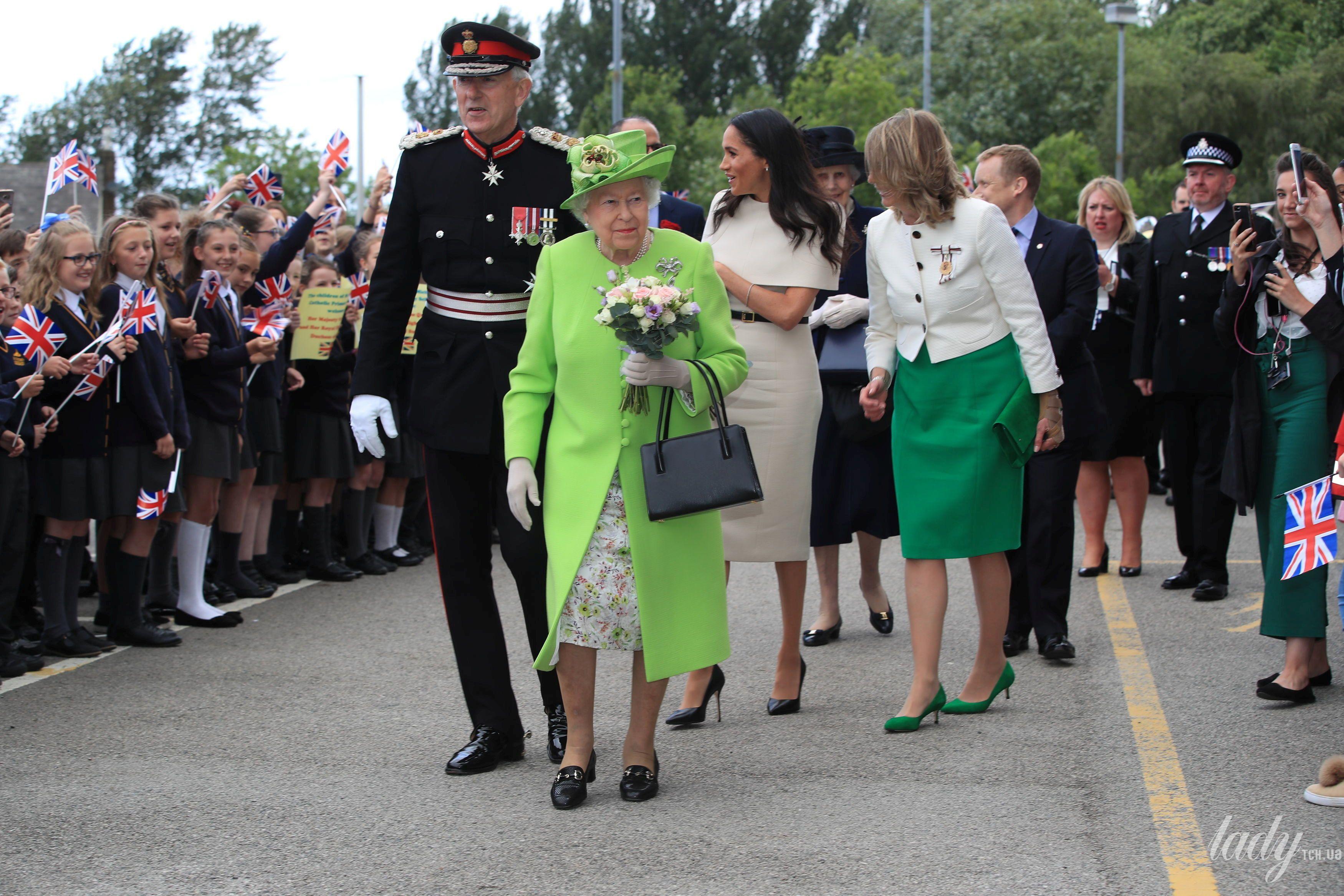 Елизавета II и Меган Маркл_5