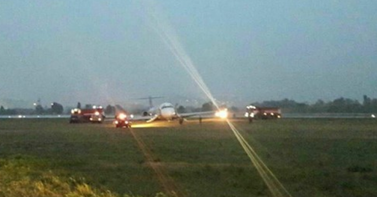 """Пассажир снял жесткое приземление самолета в аэропорту """"Киев"""". Эксклюзивное видео ТСН"""