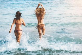 Безпечне купання: як не підхопити хворобу в річці чи на морі. Інфографіка