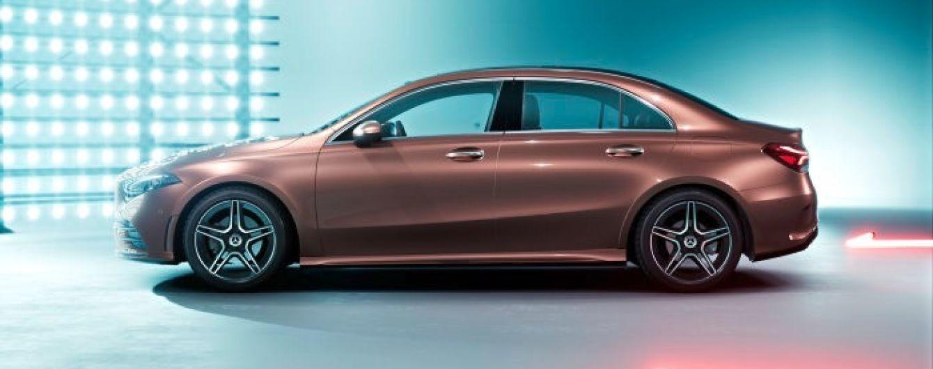 Mercedes-Benz A-Class показался в удлиненном кузове