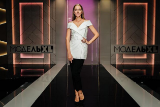 В бикини с рюшами и без макияжа: Катя Осадчая поделилась новым фото