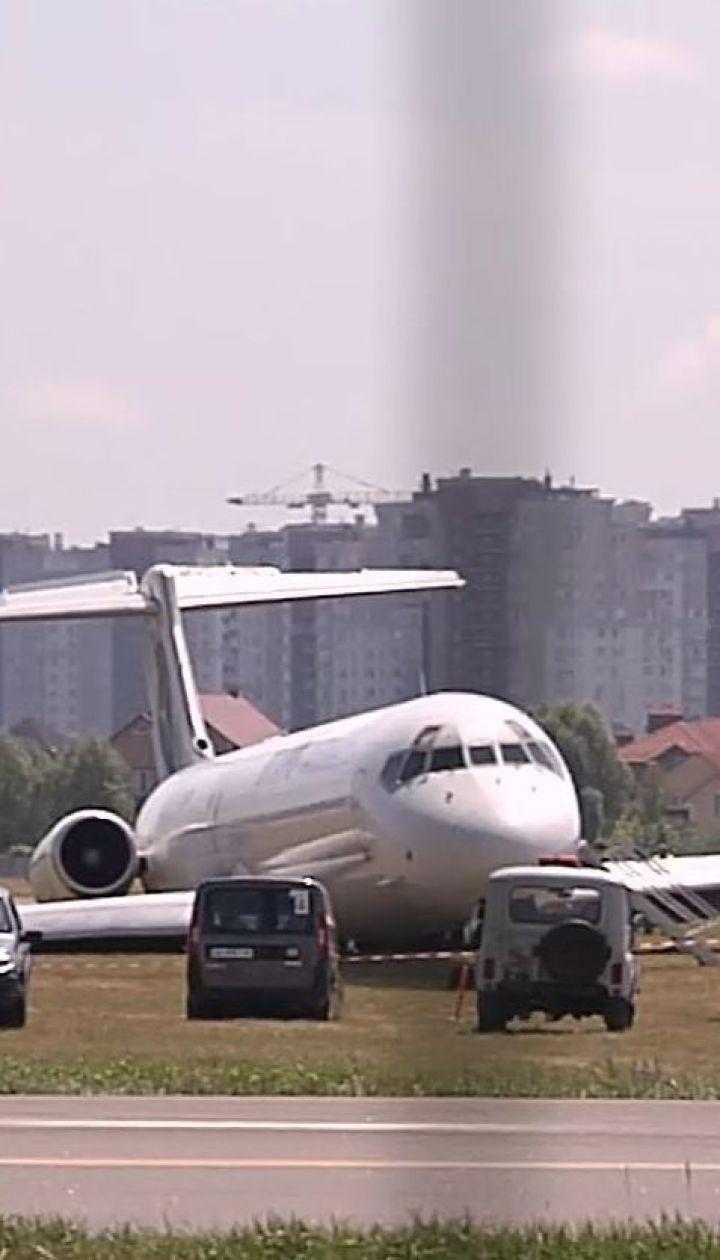 """Аварийная посадка в аэропорту """"Киев"""": пассажиры жалуются на равнодушие со стороны авиакомпании"""