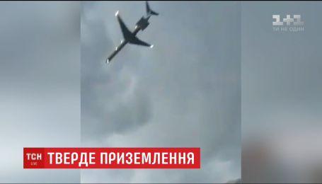 """Пасажири рейсу, що здійснив аварійну посадку в аеропорту """"Київ"""", розповіли про пережите"""