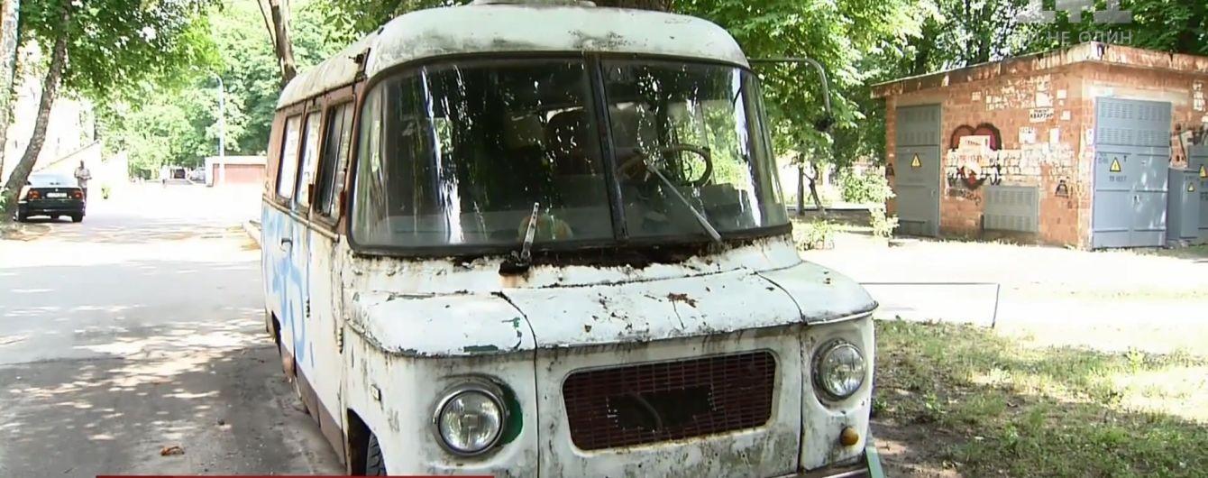 Ржавая авторухлядь никуда не делась из Киева, несмотря на обещания чиновников